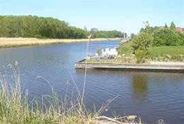 De kanalen waardoor u door de polder kunt varen tot zelfs naar het randmeer