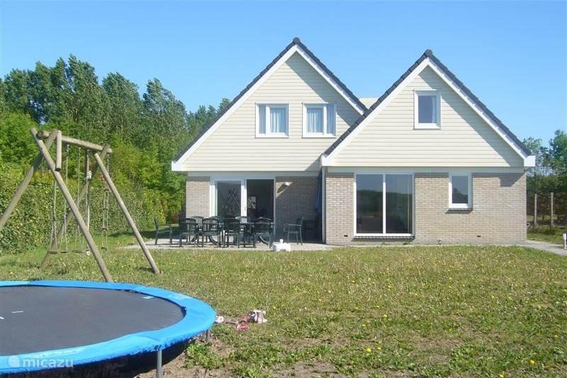 Rent a villa enjoy in zeewolde flevoland netherlands for Nederland cabin rental