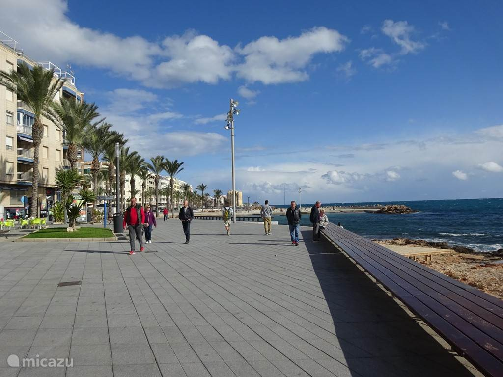 In november nog flaneren over de boulevard van Torrevieja