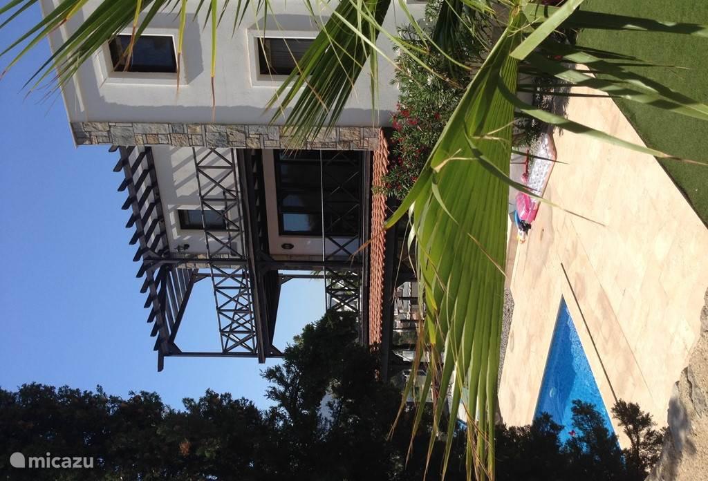 3 Verdiepingen met prachtig veranda's