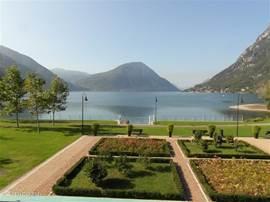 Uitzicht vanaf het appartement op het Meer van Lugano.