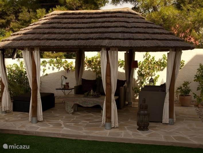 De Afrikaanse cabana waar het zomers koeler is dan onder een parasol.