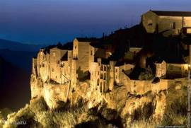 Pitigliano in southern Tuscany, 15 km from the lake