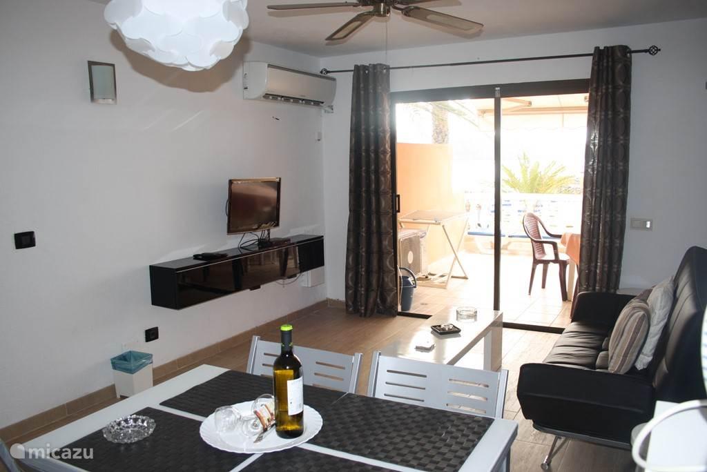 ruime woon/zitkamer voorzien van Sat. TV, en Airco .
