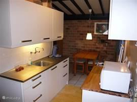 Brugman keuken met electrische oven en magnetron