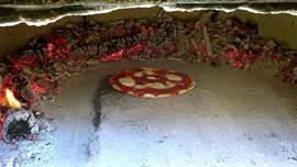 Er is een authentieke houtgestookte buiten-oven waar je zelf heerlijke pizza´s kan maken. In de tuin groeien heerlijke tomaten en verse kruiden voor de topping.