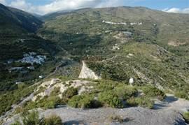 Overzichtsfoto van het omliggende landschap. Links beneden ligt Bayacas.