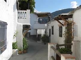 Mecines Fondales is een van de mooie kleine dorpjes verderop, in de Taha.