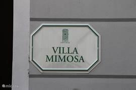 Het herkenbare naam bordje van onze villa.