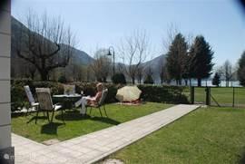 Porto Letizia Villa Viola 4 has a large private garden just 50 meters. of Lake Lugano.