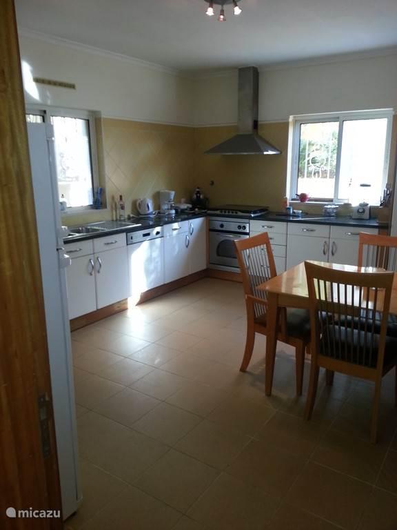 Keuken voorzien van alle apparatuur