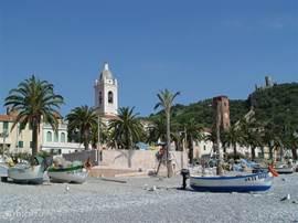 In 50 minuten rijdt u naar de Middellandse Zee, naar Noli of Spotorno, voor een lekker dagje strand.