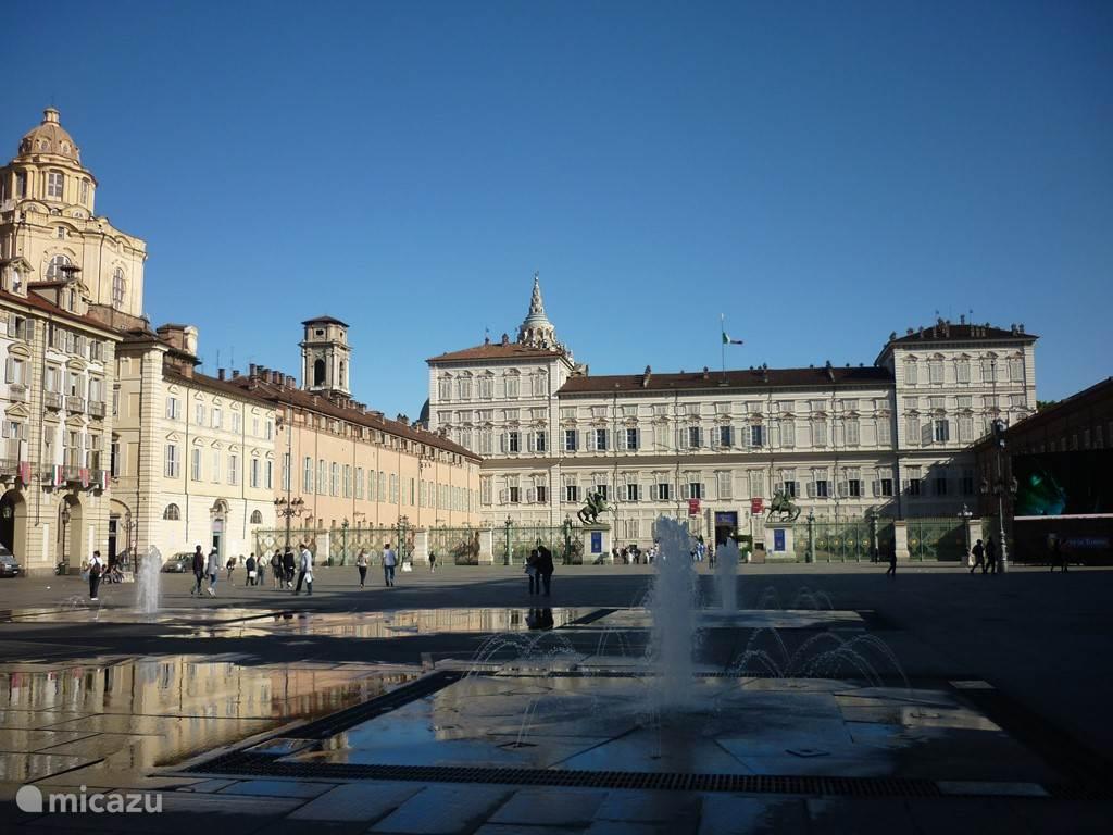 In ruim een uur bent u in Torino. Een prachtige stad met een verrassend centrum. Architectuur, musea en heel veel winkelstraten met alle topmerken.