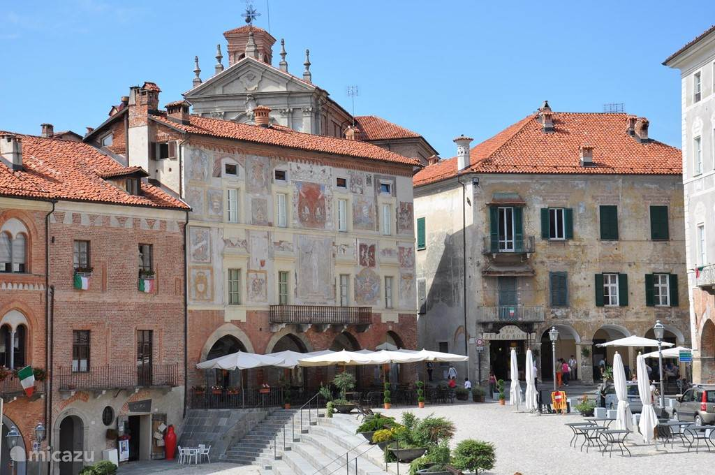 Mondovi Piazza. een van de leuke stadjes in de omgeving.