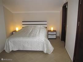 Ook deze slaapkamer is voorzien van een heerlijk comfortabele boxspring