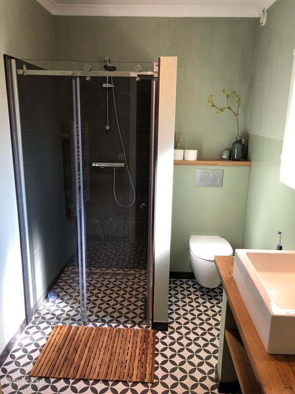 Zweites Badezimmer im Erdgeschoss.