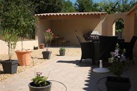 Covered patio with rear terrace.