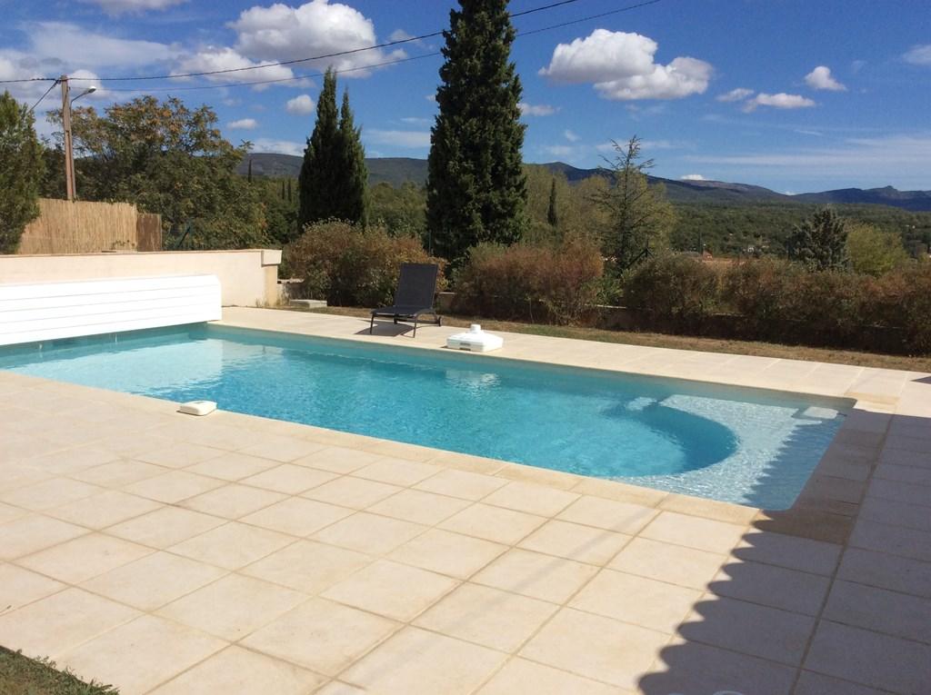 I In Regusse in de Provence! modern ingericht luxe huis met nieuw zwembad. Op loopafstand van dorpscentrum. Vanaf 18 aug. 300€ korting pw.