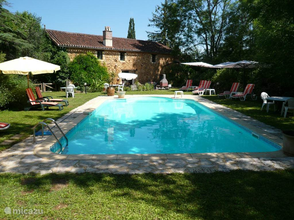 Vacation rental France, Midi-Pyrenees, Saint-Martin-le-Redon holiday house Gîte Belle-Fleurie-Tres-Charme