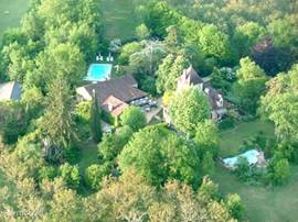Beautiful aerial view of the estate Castel-du-Bouysset.