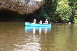 Nearby, the river Vezere for beautiful canoe among rocks and along prehistoric caves. Nice beaches and small rapids.