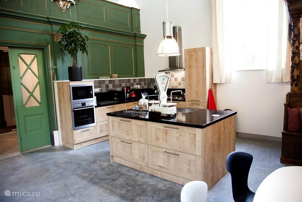 Heerlijke luxe keuken met alles erop en eraan