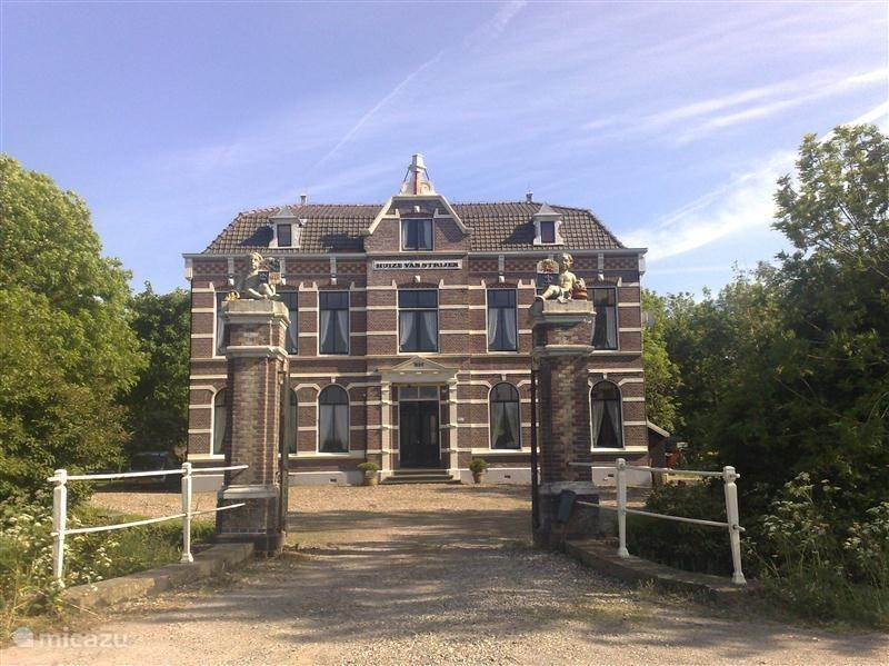 Vakantiehuis Nederland, Noord-Holland, Schagen landhuis / kasteel Huize van Strijen, groepen 15 pers.