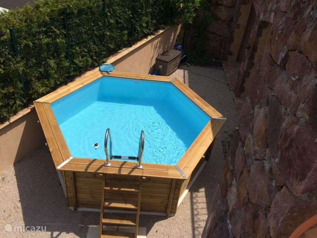Ground pool diameter 3.60 meters.
