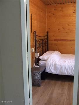 Slaapkamer 3 met 2 persoonsbed  en ook uitzicht