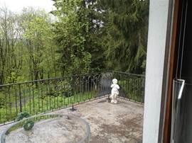 Balkon aan de voorzijde, dit balkon zit aan de eetkamer met een heerlijke ochtend zon, dus bij mooi weer buiten ontbijten!