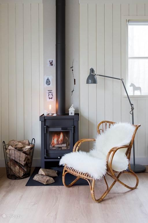 Heerlijk opwarmen bij de houtkachel.