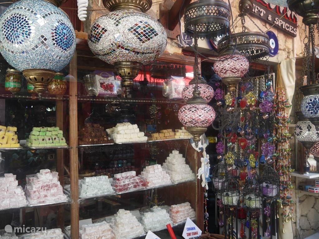Winkeltje met lokum (Turkse zoetigheid) Kusadasi