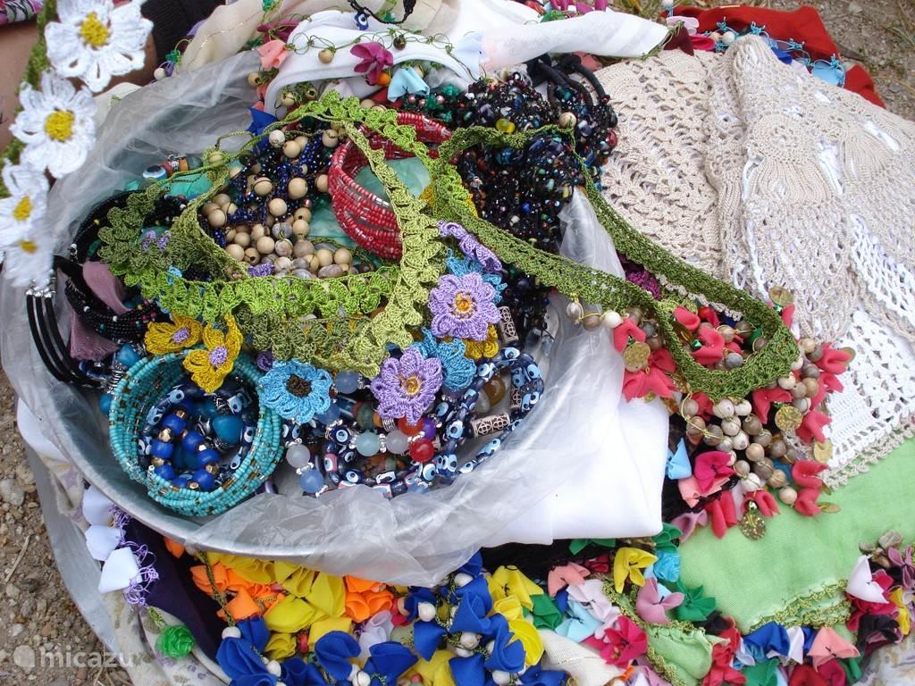Huisvlijt , te koop aangeboden door ijverige vrouwen in Heracleia (Bafa)