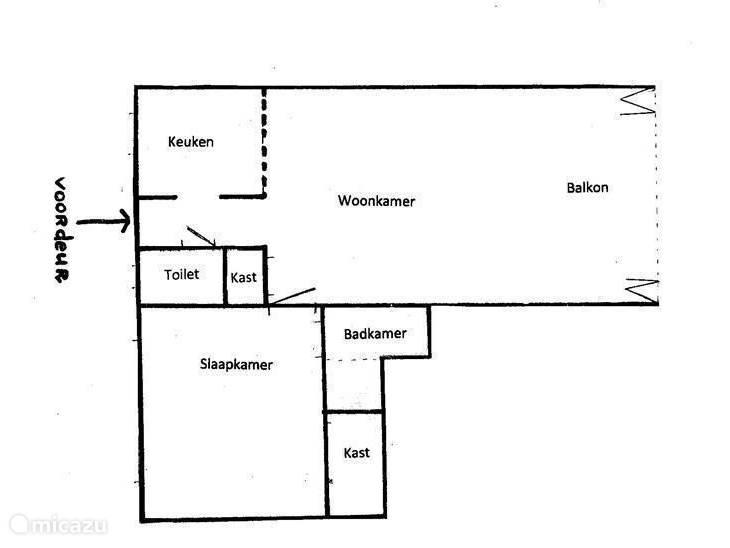 Indeling van het appartement. Het woon- annex balkongedeelte is volledig af te sluiten door het uit zes delen bestaande vouwraam.