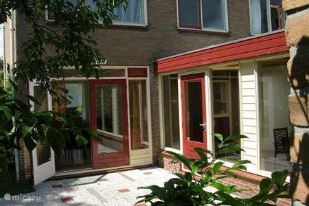 Vacation rental Netherlands, North Holland, West-Graftdijk terraced house Zonnekroon