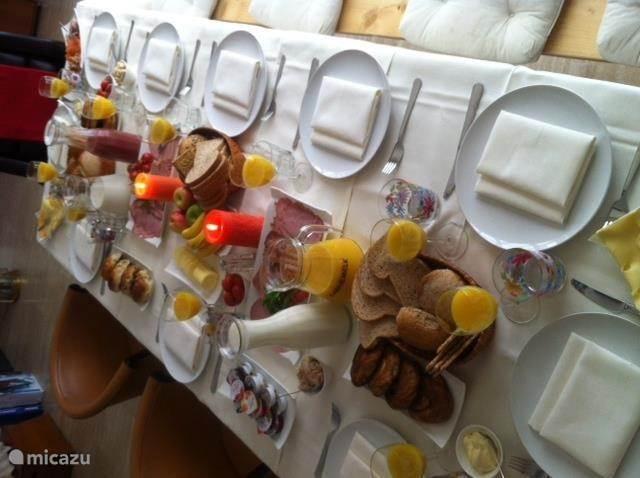 Vraag informatie over de Zeeuwse lunch, verzorgd en gedekt door ons in de villa