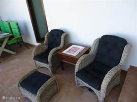 Lounge zitje op de veranda. Hier ko je alleen maar uit als het echt nodig is.
