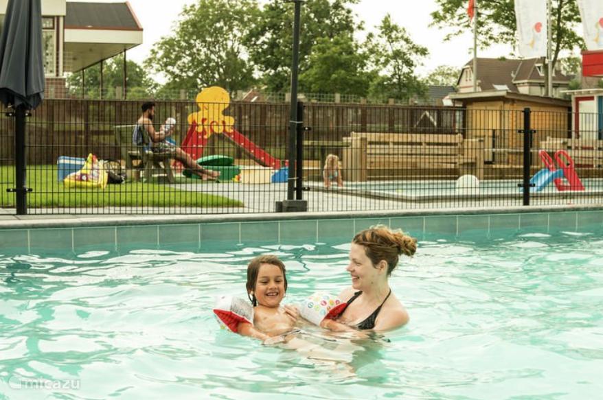 In 2015 is er een nieuw zwembad aangelegd van 6x12 meter voor de betere zwemmers. Er is een afgescheiden zwembad voor de kleintjes.