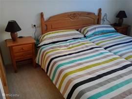 Nieuwe situatie. Nieuwe traagfoam matrassen met nieuwe dekbedden en linnengoed. Als dit geen goed slapen wordt.