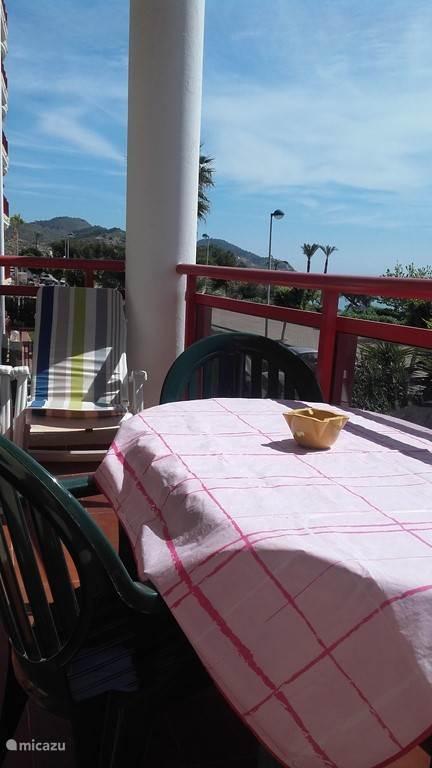 Ruim balkon met prachtig uitzicht