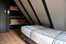 De slaapkamers zijn niet groot maar lekker knus. Door de ligging komt u echt tot rust.
