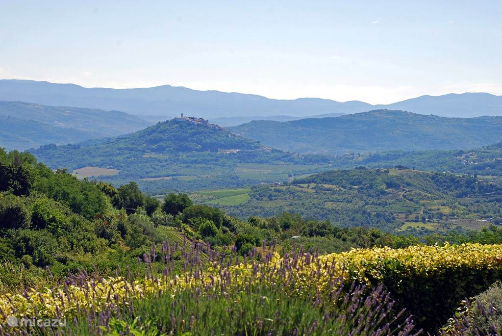 Motovun 20km north-east of Dekovici