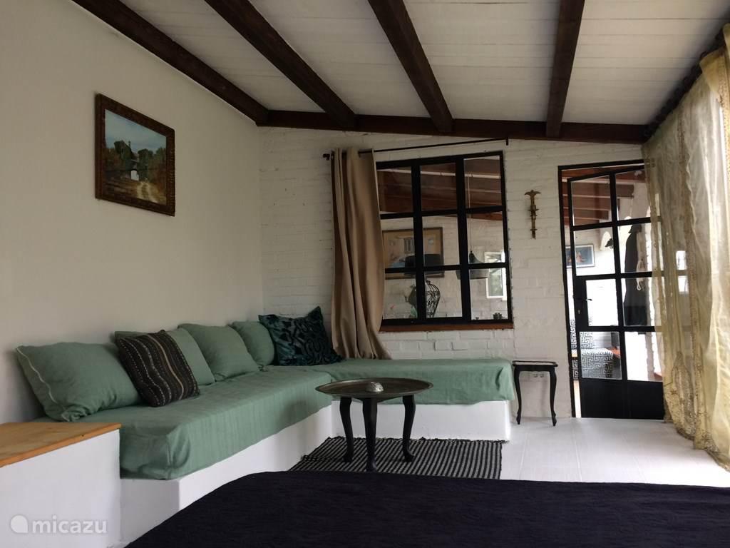 slaapkamer beneden/lounge