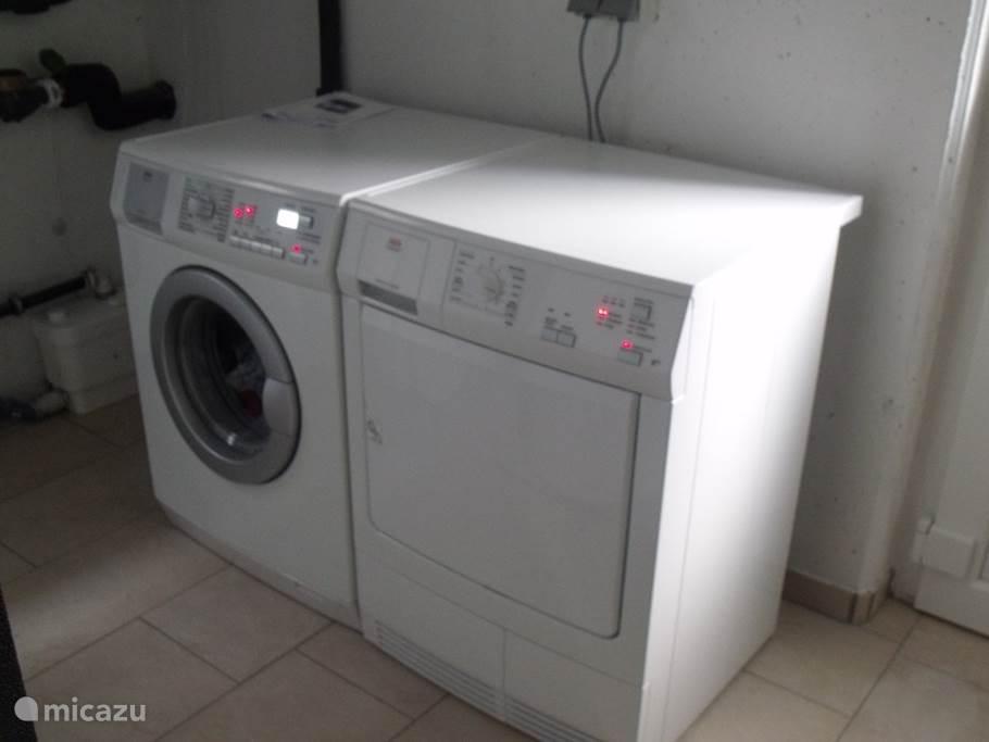 De wasmachine en de droger.