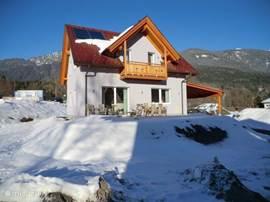 Villa Sonnenpiste, voor een heerlijke vakantie aan de skipiste en 200 meter verwijderd van overdekt- en buitenzwembad en tevens wellnescenter.