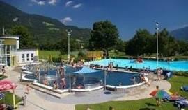 Op nog geen 200 meter ligt zwemparadijs Aquarena met diverse binnen- en buitenbaden en een exclusieve wellness met diverse sauna's en massage mogelijkheden