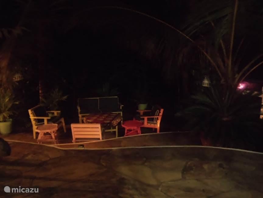 's Avonds onder de sterrenhemel buiten eten naast de barbeque!!!
