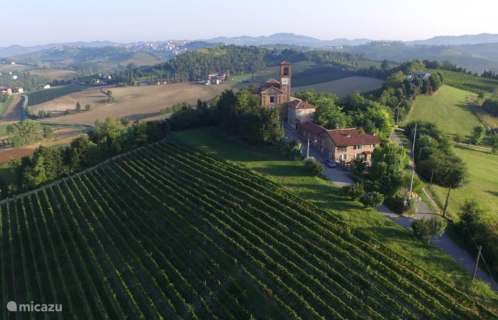Huis en appartement met prachtig uitzicht over het Piemontese heuvellandschap