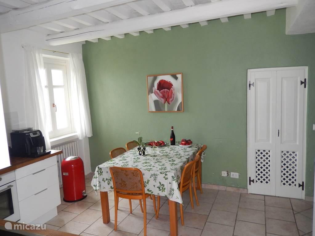 De zeer compleet uitgeruste keuken van de villa