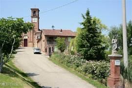 huis met tuin en naastgelegen Romaans kerkje